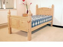 Light Corona Bed High Foot End